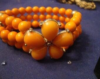 VINTAGE 3 Strand coral lucite stretch bracelet