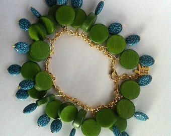 Green wooden and plastic beaded bracelet.