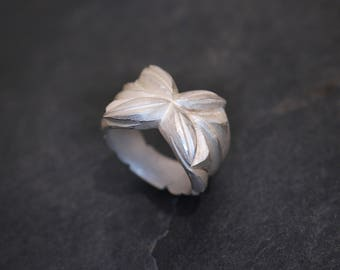 Ring of silver flower carved floral