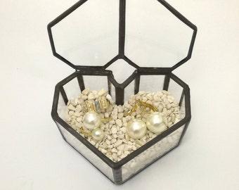 Heart geometric wedding Ringbox made of glass