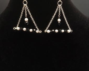 Chain earrings with sparkling beads