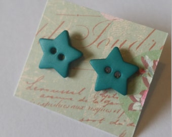 Green matte star earrings