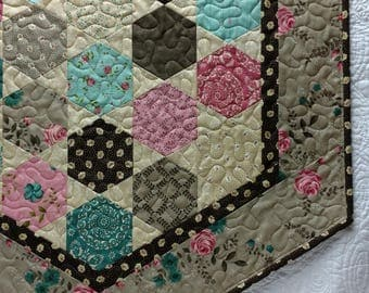 Rambling Rose Table Runner