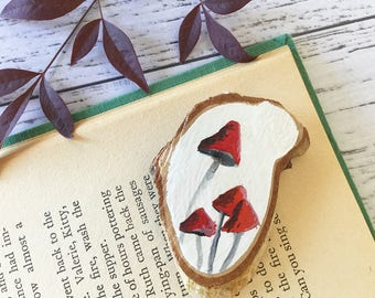 Mushroom Toadstool Pendant Necklace Chain Wood Slice Plant Natural Hand Painted Acrylic Paint Red Nature Earth Ground Winter Grow
