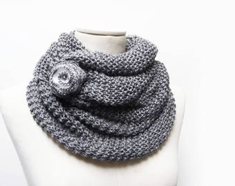 Infinity Scarf / Chunky Knit Scarf / Knitted Shawl / Loop Scarf / Cowl Scarf - Grey wool yarn with white flower button