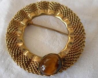VINTAGE Tiger Eye Gold Metal Mesh Wreath Costume Jewelry Brooch