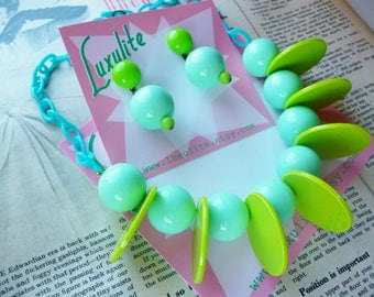 Atomic Tiki! 1950s Mid Century vintage style novelty necklace handmade by Luxulite - green, mint and turquoise