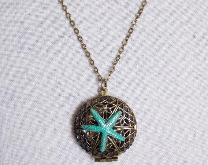 Starfish Locket Necklace Ocean Beachy Nautical Patina Antique Brass Filigree Photo Picture Locket Pendant Victorian Locket Boho Jewelry
