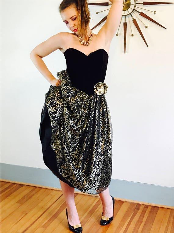 Vintage Gunne Sax Dress, 80s Prom dress, Black & Gold Puffy dress, Metallic Lace Bows, Strapless 1980s prom dress, velvet corset dress, SZ 6
