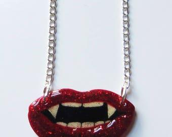 Glam vampire lips necklace