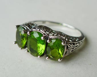 Gorgeous 3 Stone Peridot Antique Style Ring in Sterling Silver Size 8 // Edwardian Victorian Gemstone Art Nouveau Art Deco Bridal August