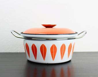 Cathrineholm Orange 8.5 Inch Dutch Oven, White with Orange Lotus Pattern Vintage Enamelware Casserole With Lid and Handles, Norway 180069