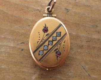 Antique Art Deco Gold GF Locket Pendant Opens From The Bottom