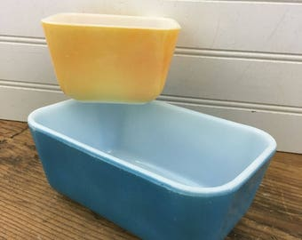 Vintage Pyrex Dishes - Yellow and Blue Pyrex