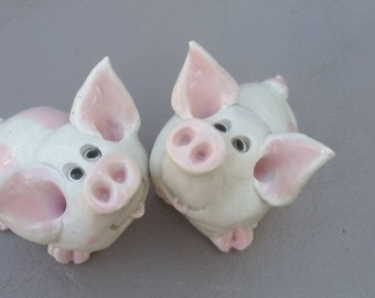 Clay pigs, cute pigs, ceramic pigs, stoneware pigs, handmade pigs, pig toothpick holder, whimsical pigs, funny pigs, by Pencepets