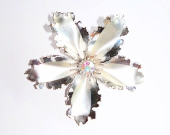 Flower Brooch Silver Tone Rhinestone Focal Stone Minimalist Fantasy Vintage Bridal Sash Jewelry Jewellery Accessory Gift Guide Women