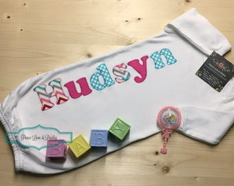 Personalized Baby Girl Gown, Personalized Baby Girl, Newborn Gown, Personalized Baby Gown, Monogrammed Baby Outfit, Going Home Outfit,Hudsyn