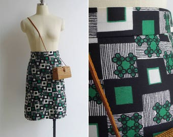 10-25% OFF Code In Shop - Vintage 70's Graphic Op Art Print 'Floral Squares' Skirt XS or S