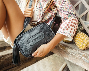 JAMAICA. Black leather crossbody / leather bag / leather shoulder bag / black leather bag / boho style bag. Available in different colors