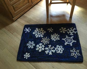 "Hand Hooked Rag Rug - Snowflakes at Night Wool 26"" x 35"""