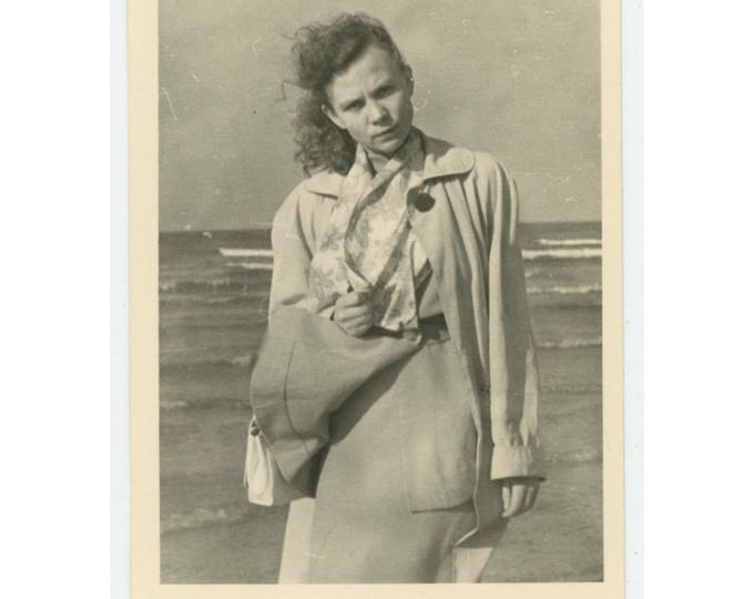 Vintage Snapshot Photo: Windy. c1940s-50s (79606)