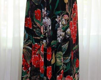 Double layer, flower print, elastic waist, tango skirt.