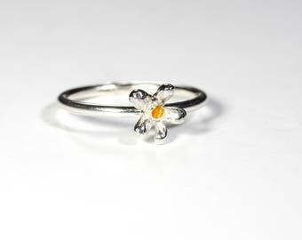 Daisy Daisy Ring. Sterling Silver. Yellow Centre