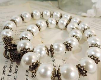 "Collier perles blanche  , style vintage , perles vintage ""altered"""