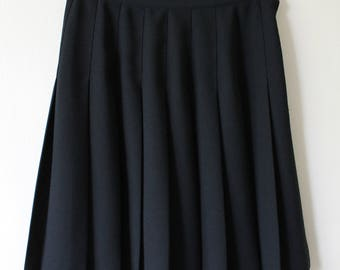 Black pleated skirt, size small