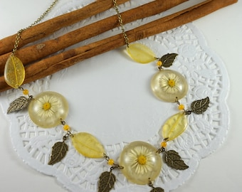 Mother Gift Daisy necklace Bib necklace Flower necklace Nature necklace Botanical necklace Leaf necklace Resin necklace Forest necklace