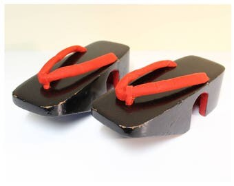 Geta Sandals Japanese Wooden Geisha Style Shoes for Kimono Black Lacquer and Red Velvet