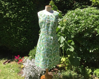 Vintage 1950's cotton shift, sleeveless Summer dress. White cotton with vibrant different shades of green paisley and flower design, Size L.