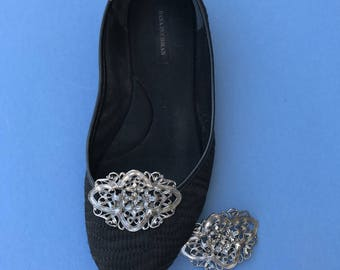 1970's Vintage Metal Shoe Buckles ~ Shoe Clips ~ Silvertone & Tiny Flowers  2 Inch By 1 1/2 Inch ~ Clips On Shoes ~ Musi ~  Great Condition