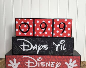 Disney vacation countdown blocks Four cube set with reversible days 'til and weeks 'til block.