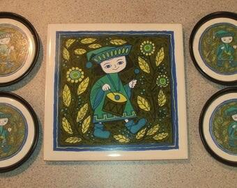 HTF Vintage HOLT HOWARD ~H.H~ MoD Retro Little Drummer Tile-Trivet & 4 Coasters Set