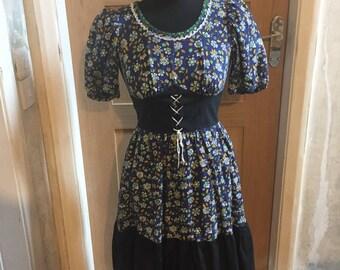 Vintage: 1960s short floral peasant style dress