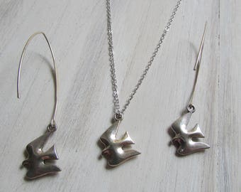 Adornment necklace and Dove earrings