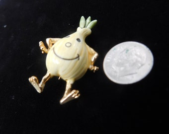 Vintage onion pin=kitchen kitsch pin=sweet onion brooch=unusual enamel onion pin