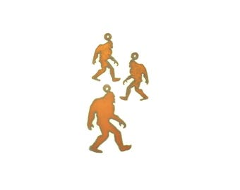 Bigfoot Rusty Metal Pendant/Charm And Earrings 3-Piece Set
