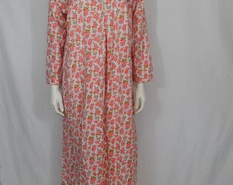 Vintage Women's Plus Size 1X 46 Flannel Night Gown 80s Eighties 100% Cotton White with Pink Roses Blue Tulips Long Sleeve V Neck One Button