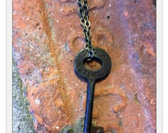 Simple Antique Skeleton Key Necklace on Cable Link Chain