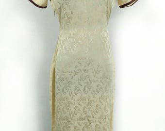 Vintage Cheongsam, Beige Qipao with Wave Pattern and Brown Trim Size Small