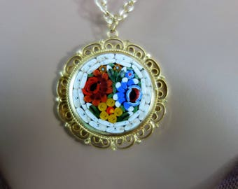 Medallion gold vintage: bouquet of flowers