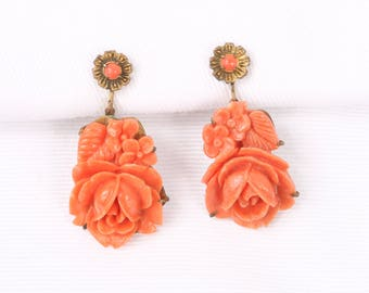 "1940's Molded Coral Lucite Roses and Flowers w Dot Bead Top Dangle, Gold Tone Screw Back Earrings, Excellent Cond., 1-1/2' H x 3/4"" W"