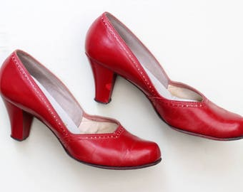 Vintage 1940s early 1950s tomato red leather pumps court shoes UK 4 US 6 high heel punched detail pinup
