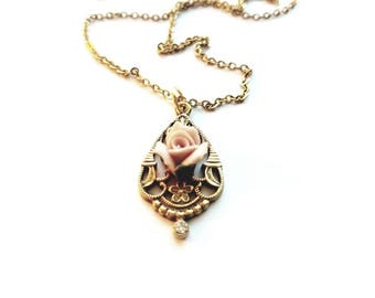 Vintage 1928 Gold Necklace with Teardrop Pendant