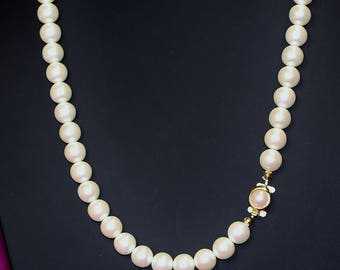 Single Strand Necklace Medium Size Vintage Ivory Colour Faux Pearls Black Rhino Design Soft Lustre Pretty Gold Tone and Pearl Button Clasp