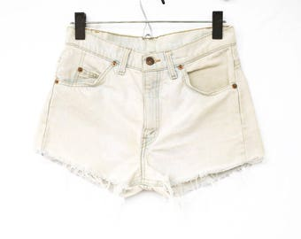Small Size 28 Vintage Levis Cut off Shorts, Waist size 28 Vintage Levi Cut Offs, Size 28 Vintage Levi Shorts, Vintage White Cut Offs, Shorts