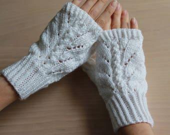 Womens sparkly white knit fingerless gloves