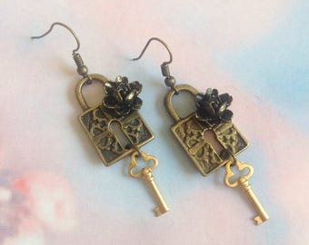The heart padlock earrings